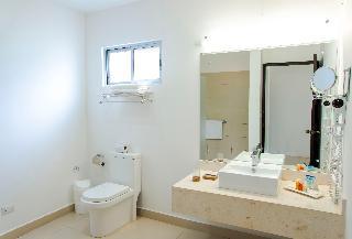 http://photos.hotelbeds.com/giata/00/004985/004985a_hb_ro_029.JPG