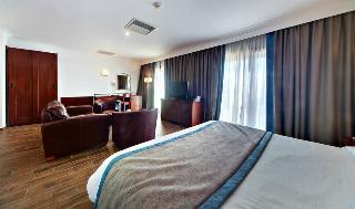 http://photos.hotelbeds.com/giata/00/007068/007068a_hb_ro_055.jpg