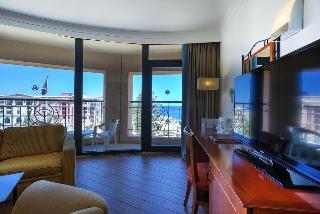 http://photos.hotelbeds.com/giata/00/007068/007068a_hb_ro_077.jpg