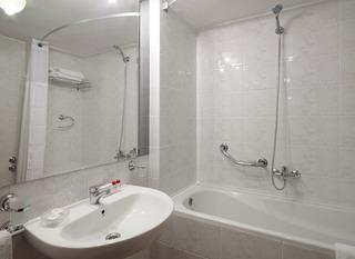 http://photos.hotelbeds.com/giata/01/014480/014480a_hb_ro_004.jpg