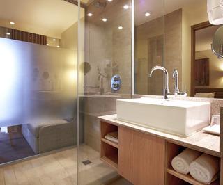 http://photos.hotelbeds.com/giata/01/014482/014482a_hb_ro_005.jpg