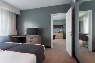 http://photos.hotelbeds.com/giata/02/020120/020120a_hb_ro_065.jpg