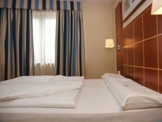 Exe Vienna Hotel - Zimmer