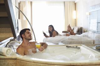 http://photos.hotelbeds.com/giata/05/050885/050885a_hb_ro_039.jpg