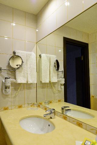 http://photos.hotelbeds.com/giata/05/056815/056815a_hb_ro_177.JPG
