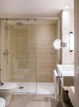 http://photos.hotelbeds.com/giata/05/057060/057060a_hb_ro_066.JPG