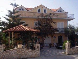 Hotels in Alykes-Alykanas: Avra