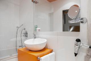 http://photos.hotelbeds.com/giata/06/069900/069900a_hb_ro_042.jpg