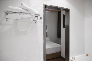 http://photos.hotelbeds.com/giata/06/069900/069900a_hb_ro_043.jpg