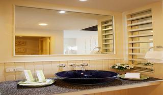 http://photos.hotelbeds.com/giata/07/078953/078953a_hb_ro_032.jpg