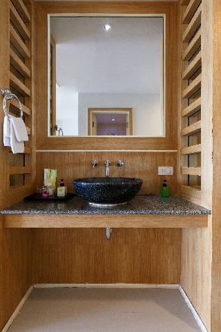 http://photos.hotelbeds.com/giata/07/078953/078953a_hb_ro_067.jpg