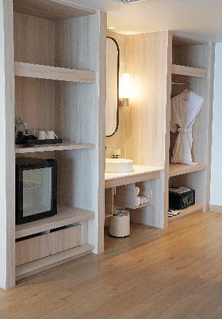 http://photos.hotelbeds.com/giata/07/078953/078953a_hb_ro_136.jpg