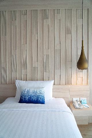 http://photos.hotelbeds.com/giata/07/078953/078953a_hb_ro_137.jpg