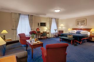 http://photos.hotelbeds.com/giata/07/079956/079956a_hb_ro_019.jpg