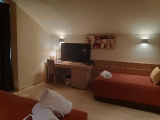 http://photos.hotelbeds.com/giata/08/083783/083783a_hb_ro_010.jpg