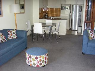 Hotels in Byron Bay & North Coast - NSW: Oaks Boathouse Tea Gardens