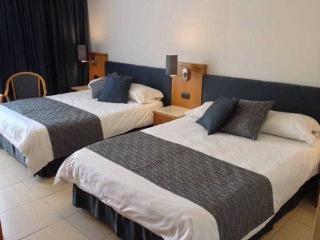 http://photos.hotelbeds.com/giata/09/093051/093051a_hb_ro_008.jpg