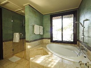 http://photos.hotelbeds.com/giata/09/096914/096914a_hb_ro_025.JPG
