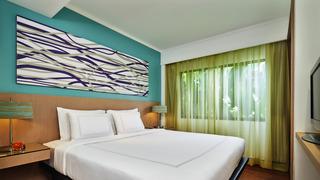 http://photos.hotelbeds.com/giata/09/098818/098818a_hb_ro_034.jpg