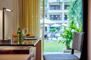 http://photos.hotelbeds.com/giata/09/098818/098818a_hb_ro_046.jpg