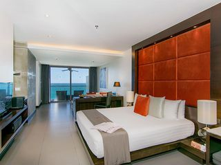 http://photos.hotelbeds.com/giata/10/100675/100675a_hb_ro_034.jpg