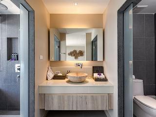 http://photos.hotelbeds.com/giata/10/100675/100675a_hb_ro_068.jpg