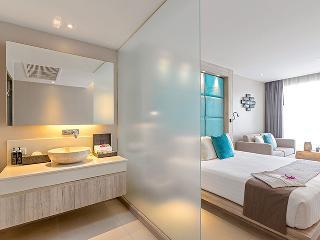 http://photos.hotelbeds.com/giata/10/100675/100675a_hb_ro_085.jpg