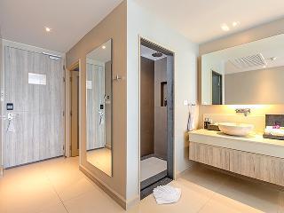 http://photos.hotelbeds.com/giata/10/100675/100675a_hb_ro_087.jpg