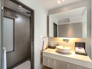 http://photos.hotelbeds.com/giata/10/100675/100675a_hb_ro_089.jpg