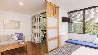 http://photos.hotelbeds.com/giata/10/102815/102815a_hb_ro_022.jpg