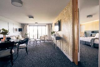 http://photos.hotelbeds.com/giata/10/105489/105489a_hb_ro_053.jpg