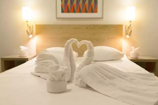 http://photos.hotelbeds.com/giata/10/105994/105994a_hb_ro_020.jpg