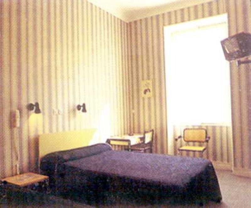 h tels menton partir de 39 h tels pas chers. Black Bedroom Furniture Sets. Home Design Ideas