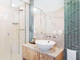 http://photos.hotelbeds.com/giata/11/110452/110452a_hb_ro_086.jpg