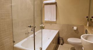 http://photos.hotelbeds.com/giata/11/111120/111120a_hb_ro_050.jpg