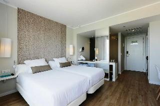 http://photos.hotelbeds.com/giata/11/117678/117678a_hb_ro_001.jpg
