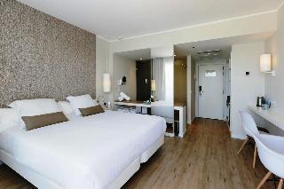 http://photos.hotelbeds.com/giata/11/117678/117678a_hb_ro_008.jpg