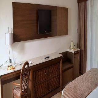 http://photos.hotelbeds.com/giata/12/121429/121429a_hb_ro_002.jpg
