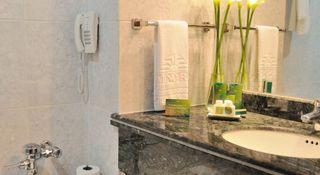 http://photos.hotelbeds.com/giata/12/121429/121429a_hb_ro_019.jpg