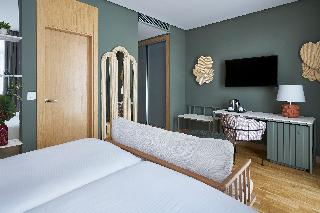 http://photos.hotelbeds.com/giata/12/125898/125898a_hb_ro_098.jpg