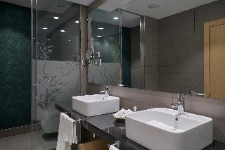 http://photos.hotelbeds.com/giata/12/125898/125898a_hb_ro_110.jpg