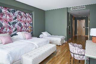 http://photos.hotelbeds.com/giata/12/125898/125898a_hb_ro_117.jpg