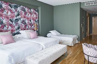 http://photos.hotelbeds.com/giata/12/125898/125898a_hb_ro_133.jpg