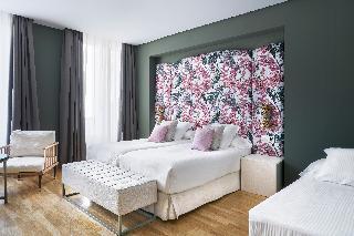http://photos.hotelbeds.com/giata/12/125898/125898a_hb_ro_138.jpg