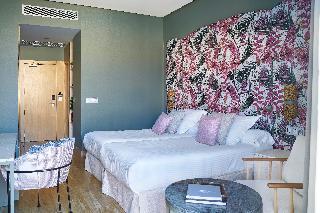 http://photos.hotelbeds.com/giata/12/125898/125898a_hb_ro_139.jpg