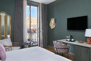 http://photos.hotelbeds.com/giata/12/125898/125898a_hb_ro_142.jpg