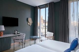 http://photos.hotelbeds.com/giata/12/125898/125898a_hb_ro_146.jpg