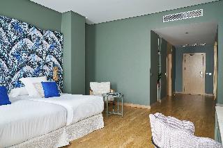 http://photos.hotelbeds.com/giata/12/125898/125898a_hb_ro_149.jpg