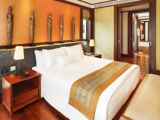 http://photos.hotelbeds.com/giata/13/132537/132537a_hb_ro_026.jpg