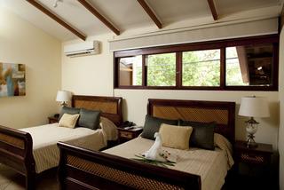 http://photos.hotelbeds.com/giata/13/132718/132718a_hb_ro_006.jpg